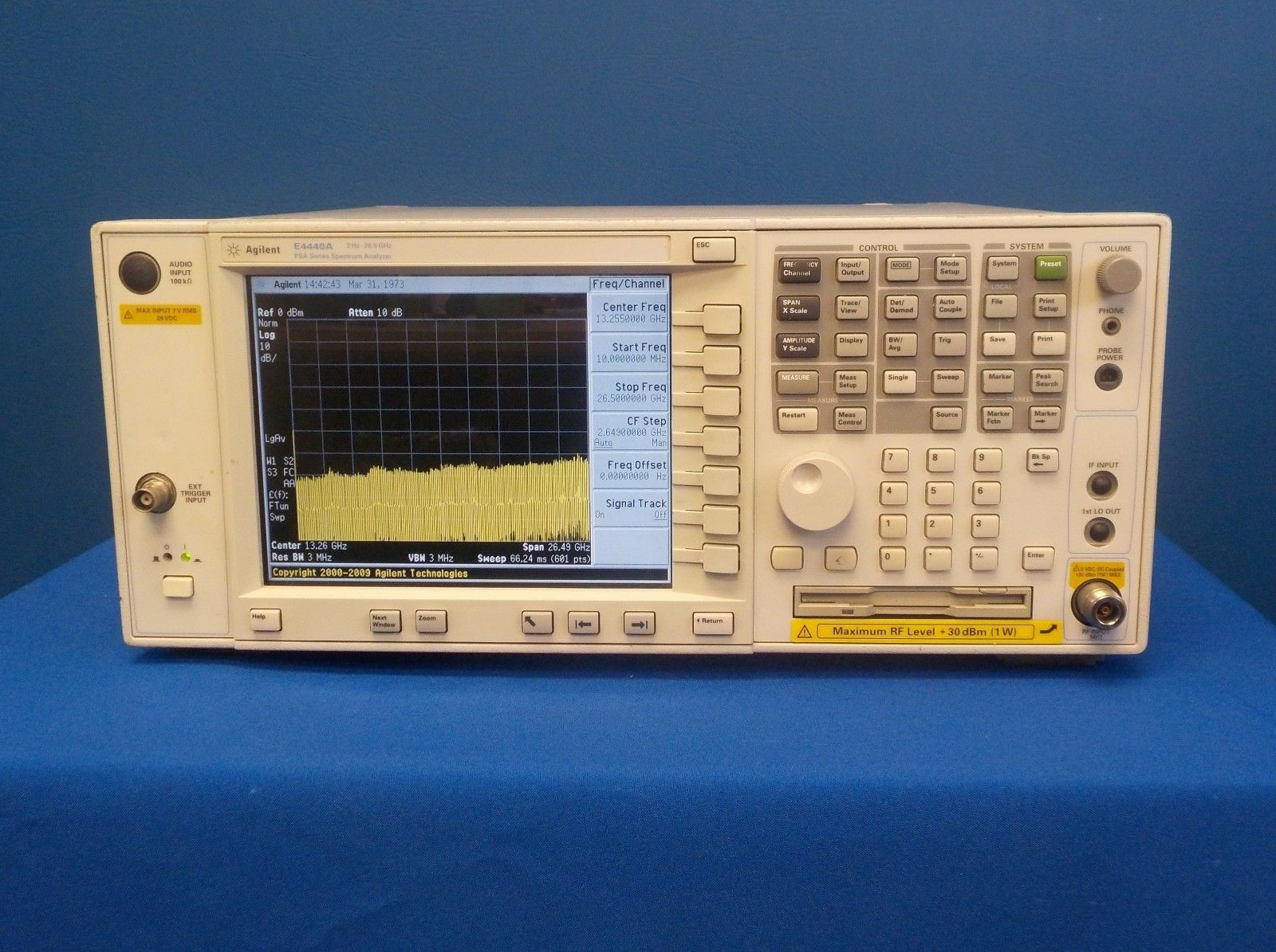 agilent-spectrum-analyzer-opt-e4440a-w-115-204-210-bt8-b7j-bac-baf-3hz-26-5-ghz-0.jpg